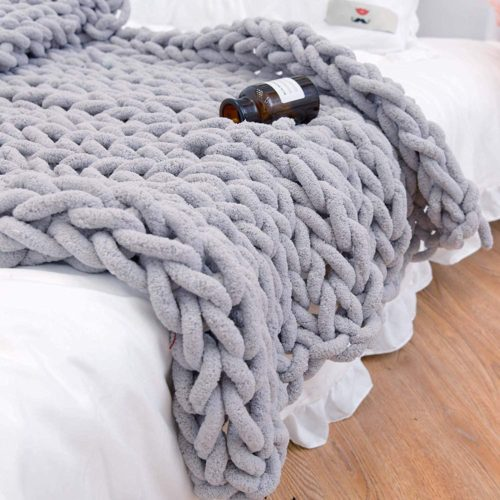 3. clootess Chunky Knit Blanket