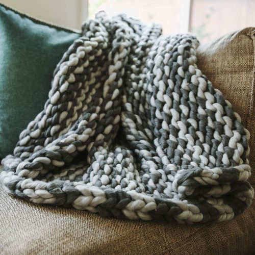 7. Trunkor Hand Made Chunky Blanket