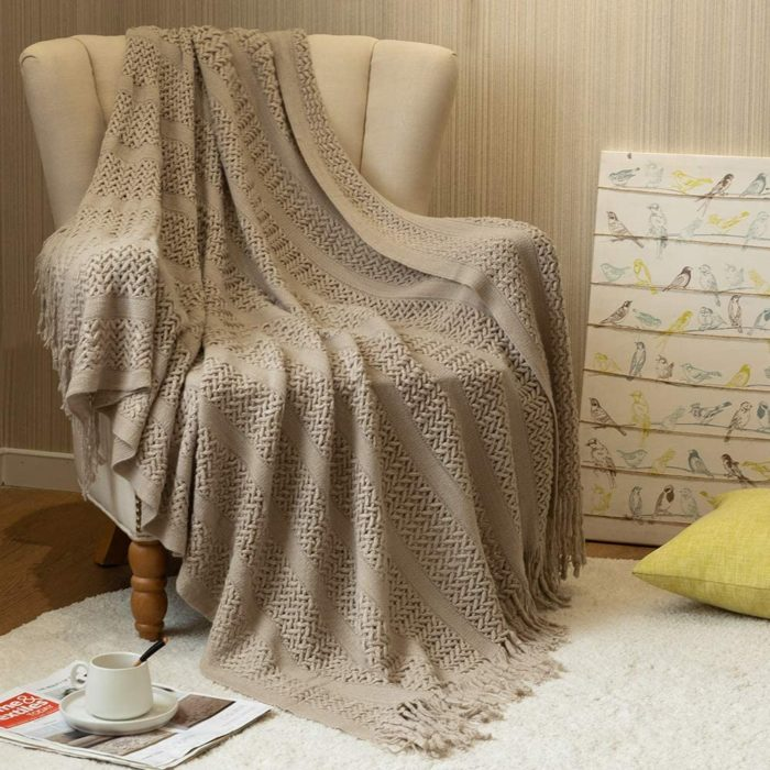 8. jinchan Chunky Throw Blanket